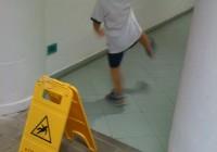 scivolato sul pavimento